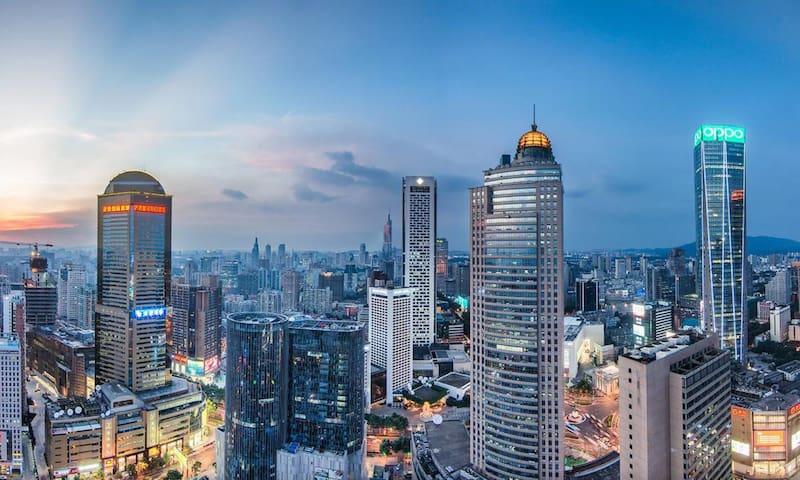 『云缦』在45层 60平米景观套房 体验不一样的南京 楼下新街口站 双地铁交汇 万千美食