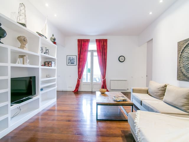THREE BEDROOM APARTMENT WITH TERRACE