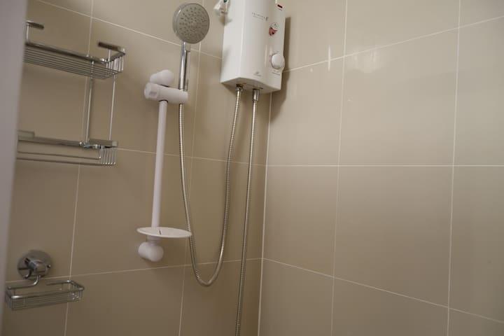 shower w/ heater