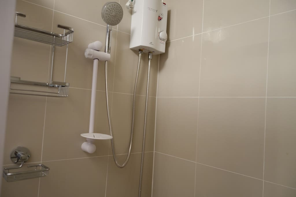 shower w/ heater