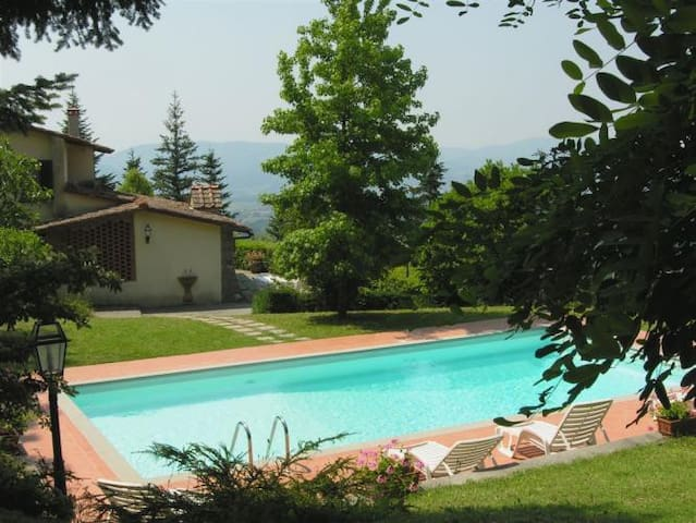 Panoramic villa with private lawn and pool - Scarperia - Casa