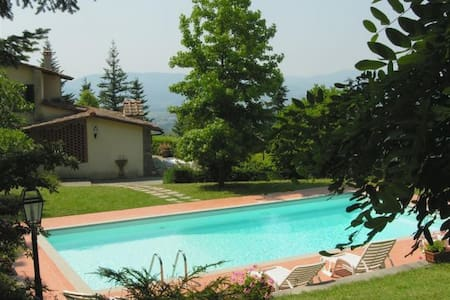 Panoramic villa with private lawn and pool - Scarperia
