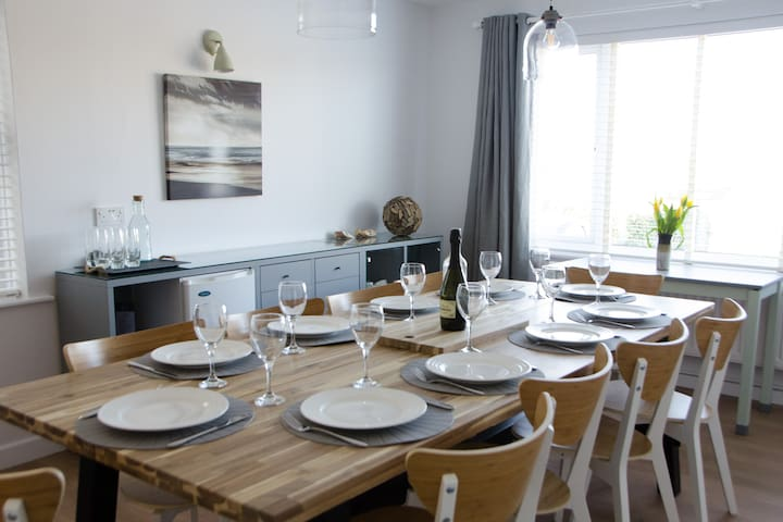 The Cove, Porth, Newquay, 100m from the beach