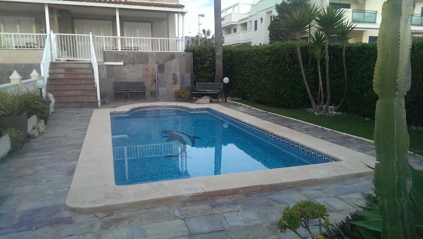 Apartamento en 1ª linea de playa y piscina privada - Xeraco - Apartment