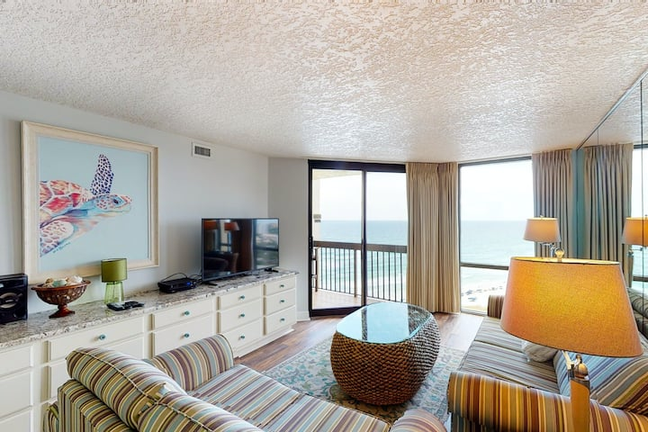 17th Floor Oceanfront Condo with Shared Pools & Hot Tub, WiFi, & Washer/Dryer