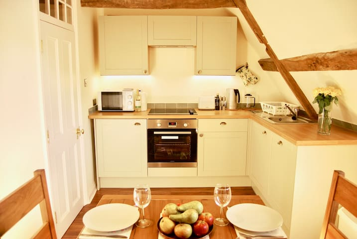 South wing, fully equipped kitchen with a dining area for 7 people