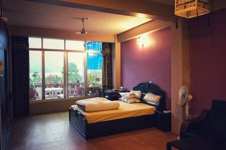 Lakeview Day Spa! Rooftop Studio Apartment