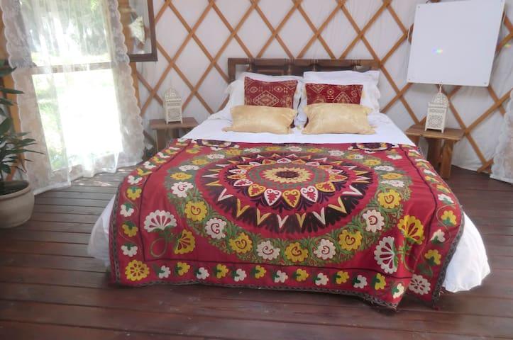 Beautiful yurt in the heart of mountains - Ferreirola - Khemah Yurt