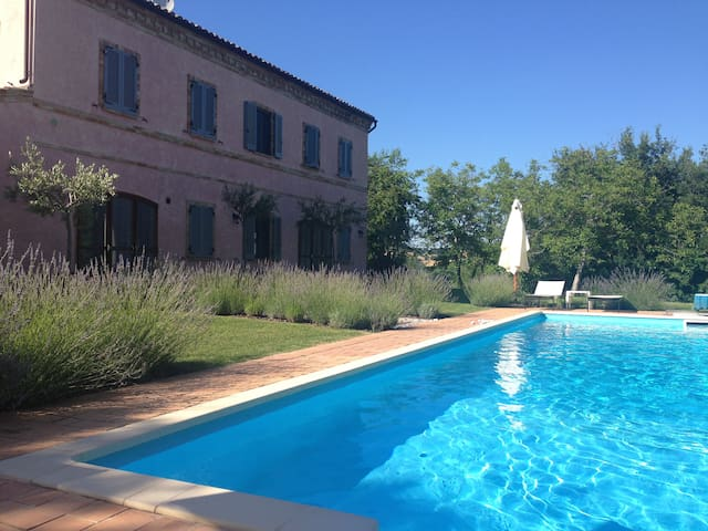 Casa Rosa, tennis court and pool - Santa Vittoria In Matenano - House