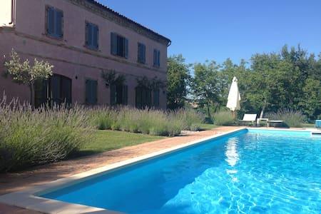 Casa Rosa, tennis court and pool - Santa Vittoria In Matenano - Hus