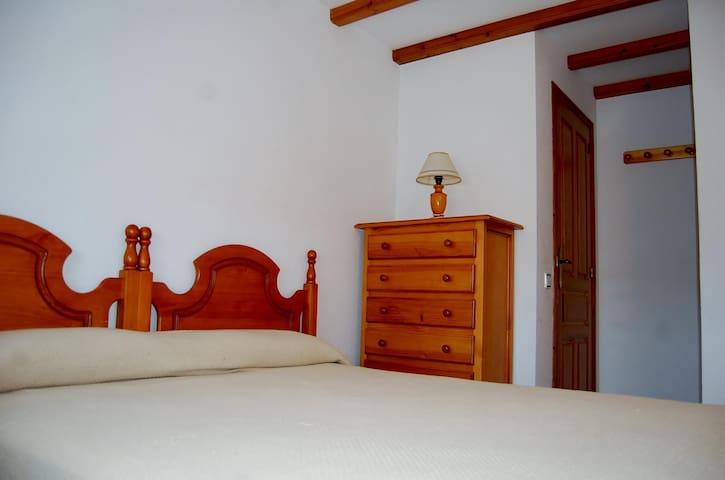Habitación matrimonio 1  (cama de 1,5m)