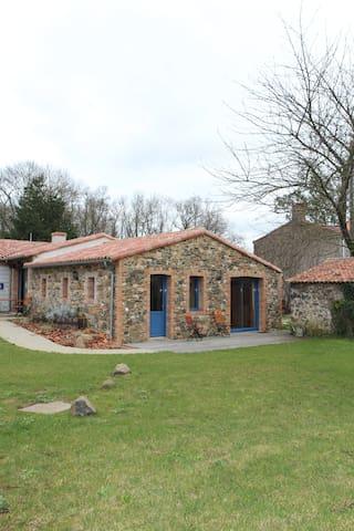 LA MAISON DES LANDES au milieu des vignes - Mouzillon - Bed & Breakfast