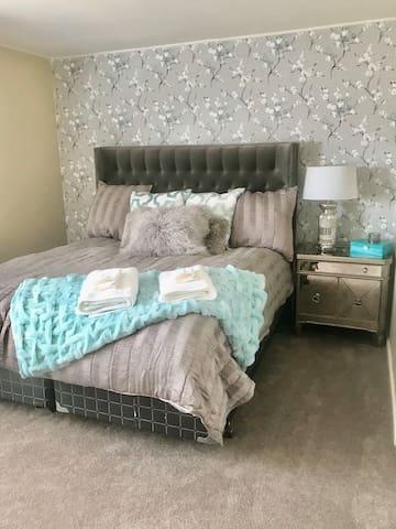 Chic & Cozy Duplex with Private Garage