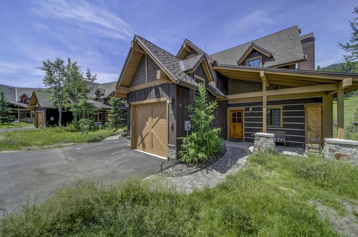 Golden Bar Townhome 65 at Tamarack Resort: Ski in/Ski out, Hot Tub, Luxury, View