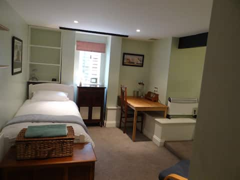 Large, cosy room with separate access, near town.