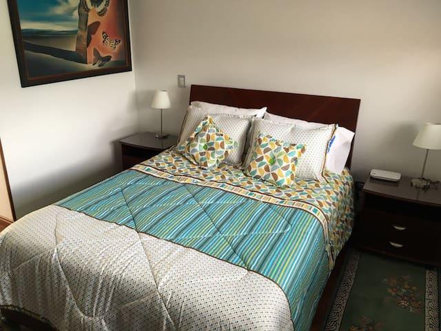 Alhambra Bogotá, privada y tranquila habitación - Bogotá - House