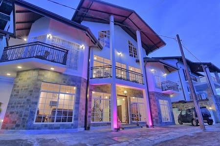 Slylish Luxurious Villa in Nuwara Eliya