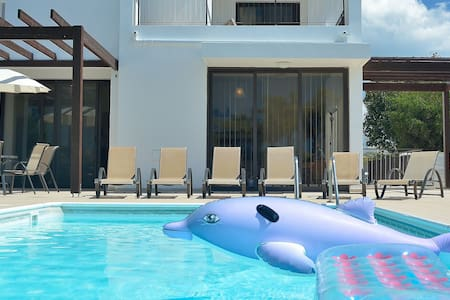 Beautiful spacious private pool. - Larnaca