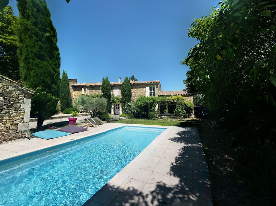 Mas familial avec piscine en provence houses for rent in for Piscine en provence