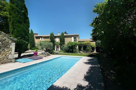 Mas familial avec piscine en Provence - Mondragon - Casa