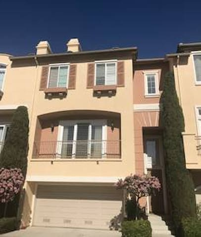 2 bedrooms /prvt bth in Del Mar house nr shops&fwy