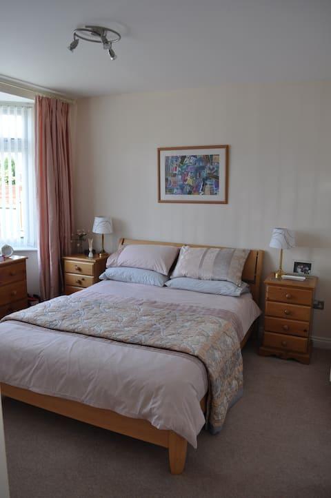 Ground floor room, en suite & breakfast room