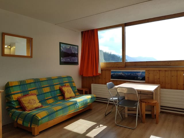 Studio for 3 people in Arc 1600 close to the slopes and shops.