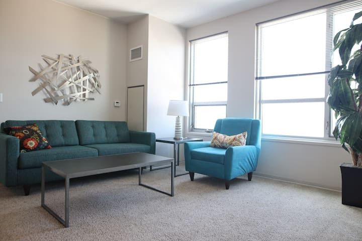 Fantastic 2BR in Downtown; Work, Play, Adventure