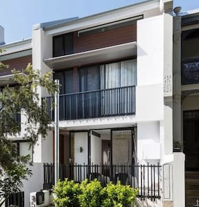 Lovely entire studio above garage - Redfern - Apartment