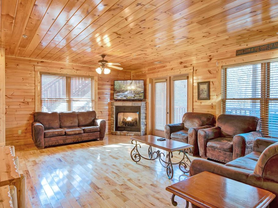 One of the 2 living rooms - That's right: Hemlock Inn has 2 spacious living rooms on its main floor—perfect for a lodge that can