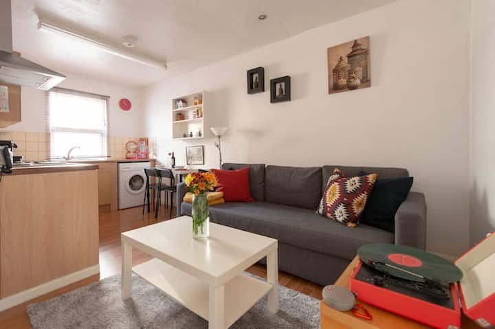 LOVELY SHOREDITCH FLAT NEXT TO HAGGERSTON STATION