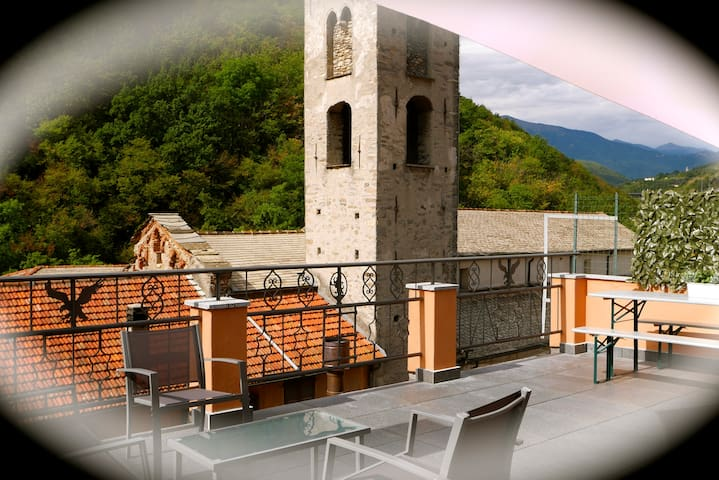 2 bed (4 people only) with balcony & large terrace - Pieve di Teco - Apartamento