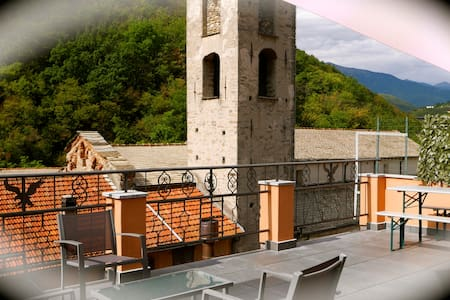 2 bed (4 people only) with balcony & large terrace - Pieve di Teco - Lejlighed