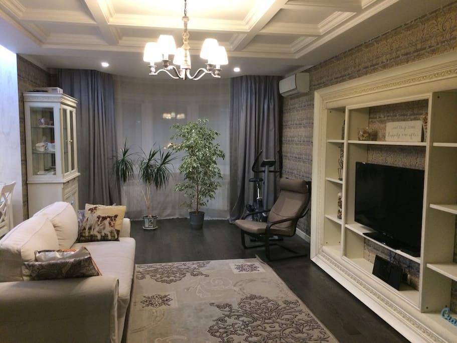 a very spacious living room