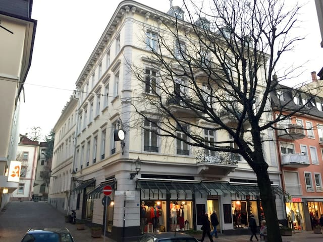 Baden-Baden, 4-room apartment in the city centre - Baden-Baden - Apartament