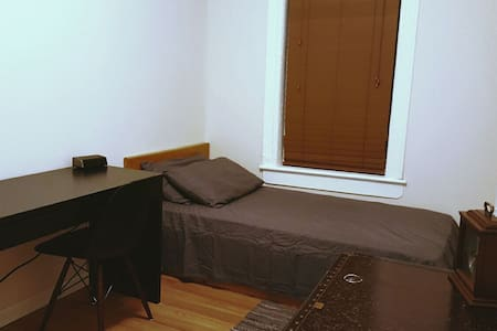 Private Bedroom + Shared House - Brooklyn - House