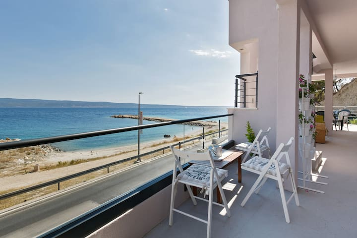 Studio apartment (seafront***)
