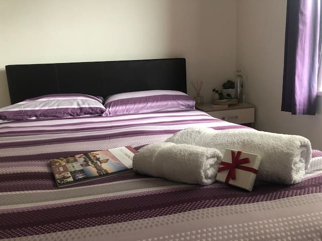 City Centre - Ensuite room in a 2 modern bed flat