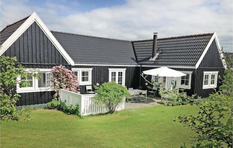 Holiday cottage with 3 bedrooms on 106m² in Vejby