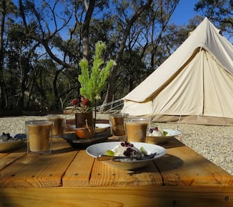 "Private & glamorous...'Glamping"" - Drummond North - テント"