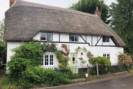 Idyllic cottage just outside Marlborough
