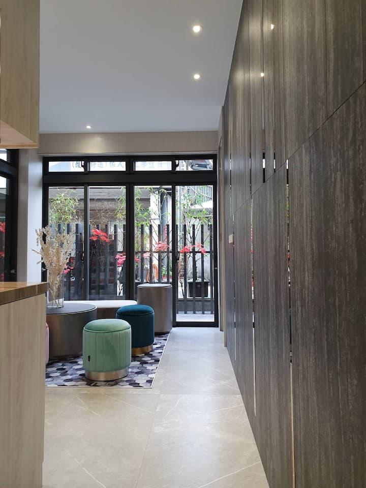 瑞芳車站愉園2.0。現代風裝潢整棟房出租。 最多18人