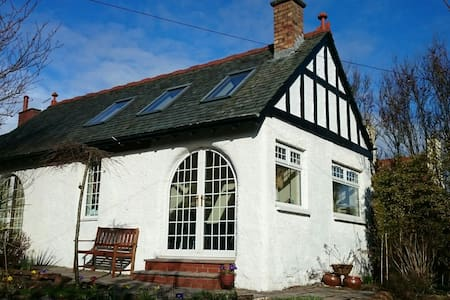 The cottage by the Sea - Troon