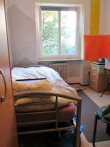 Sunny 13 qm Room, 12 mins to main station - Munich - Bed & Breakfast