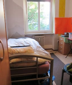 Sunny 13 qm Room, 12 mins to main station - Monaco - Bed & Breakfast