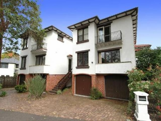 Peaceful, family-friendly townhouse - Hunters Hill