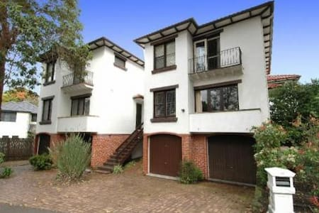 Peaceful, family-friendly townhouse - Hunters Hill - Stadswoning