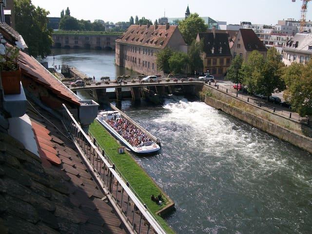 Chambre à pied de la gare,calme vue sur la rivière