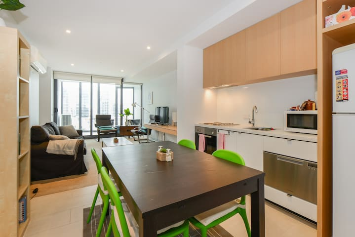 SUE: Yarra Views | 2Bed 2bath | Wifi ★Pro Host★