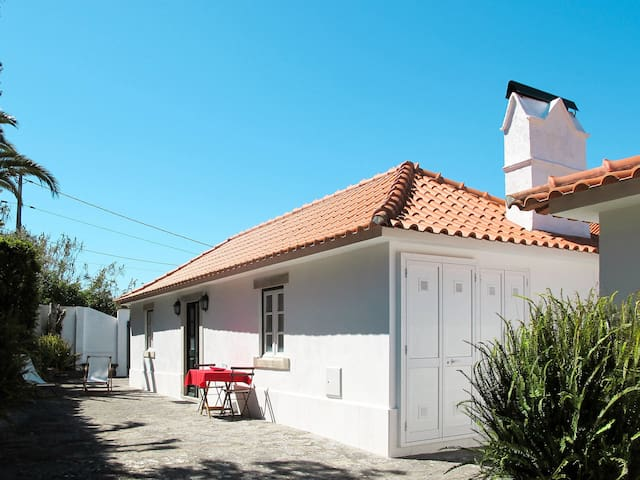 Cozy holiday home in Colares